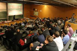 Voller Hörsaal selbst um Mitternacht - Canan Hastik über die Kunst der Demo-Szene (Bild: NdW)