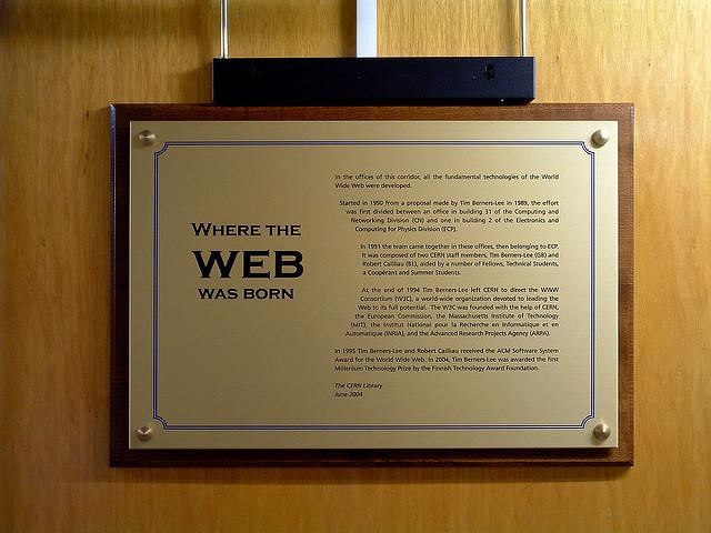 Goldene Plakette an Bürotür