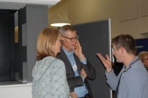 Diskussion von Mitarbeitern und Gästen