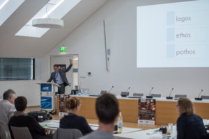 Olaf Kramer beim Vortrag
