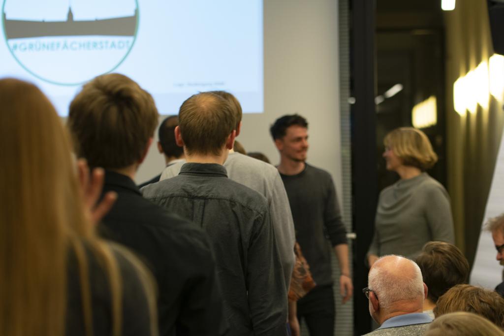 Veranstaltungsraum mit Studierenden und Publikum
